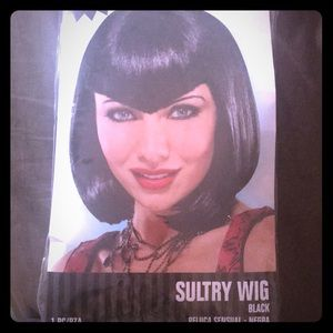 Accessories - Halloween wig in black with widows peak